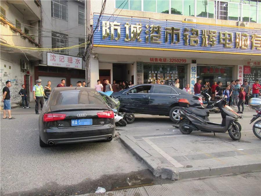 惊险!桂N车司机连撞多车冲卡逃逸,原因竟然是这个…