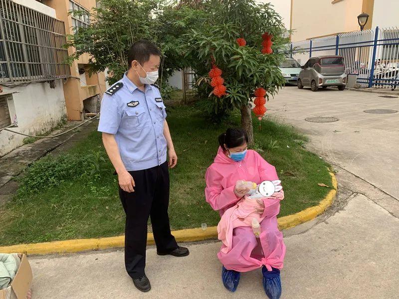 婴儿遭弃,民警不弃 ——向阳派出所民警热心救助一名弃婴