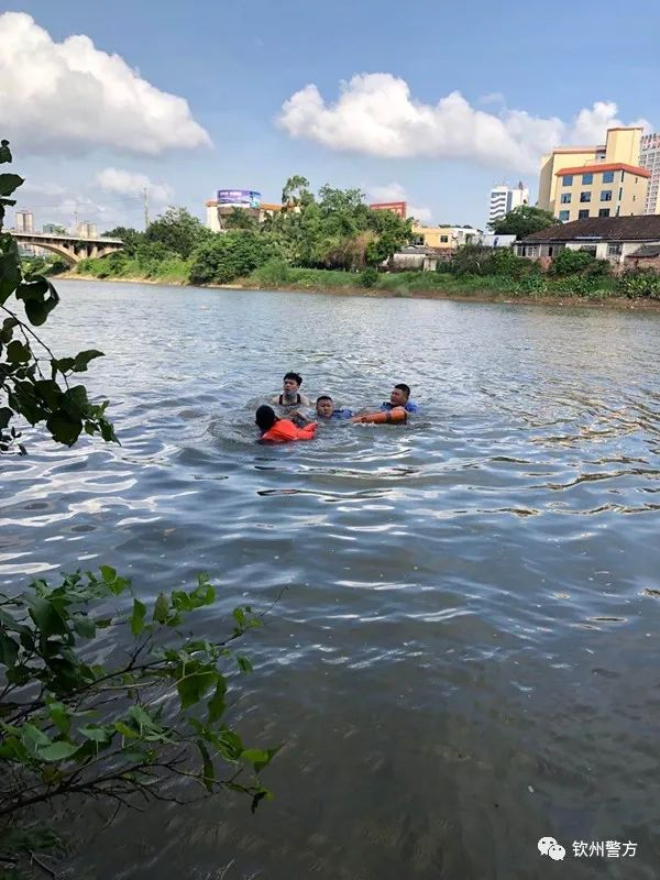 为救轻生女子,他们毫不犹豫跃进涨潮的钦江水中....