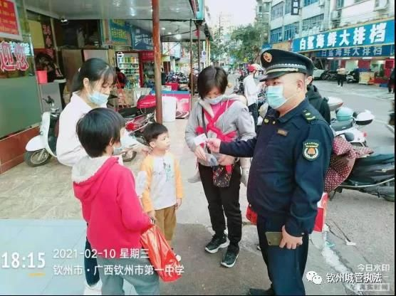 钦州:热心城管!想方设法帮助走失小孩找亲人