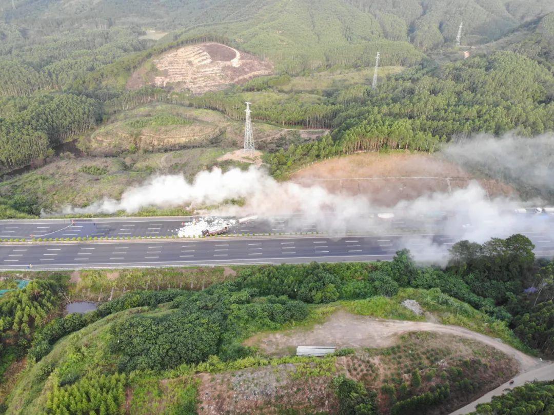 31.2吨氢氟酸槽罐车侧翻泄漏,钦州消防联合多部门成功处置