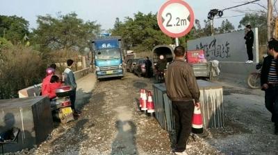现在做货车真的好难,根本没有路线运送货物,久大公路开始倒水泥墩封路一刀切了