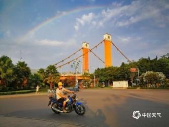清晨彩虹高挂 点亮新的一天