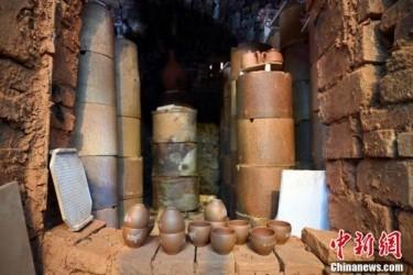 钦州千年坭兴陶古龙窑开窑