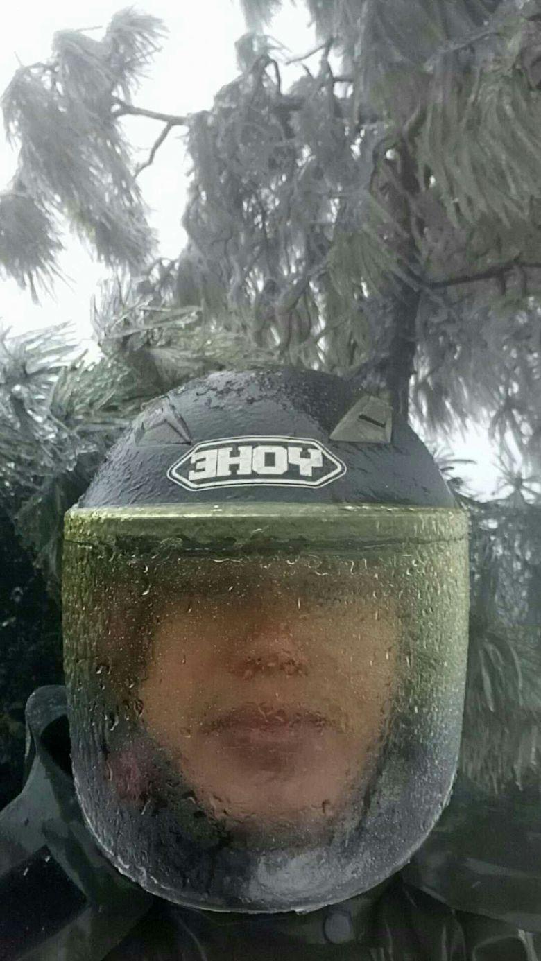 古窦岭结冰了!戴头盔穿水衣出发。。快。。。。。